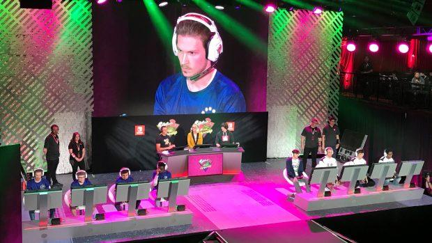 I BackSquids mentre affrontano i campioni statunitensi SetToDestroyX agli Splatoon 2 World Championship tenutisi settimana scorsa all'E3 di Los Angeles.