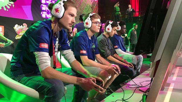 La concentrazione degli BackSquids, finalisti allo Splatoon 2 World Championship.