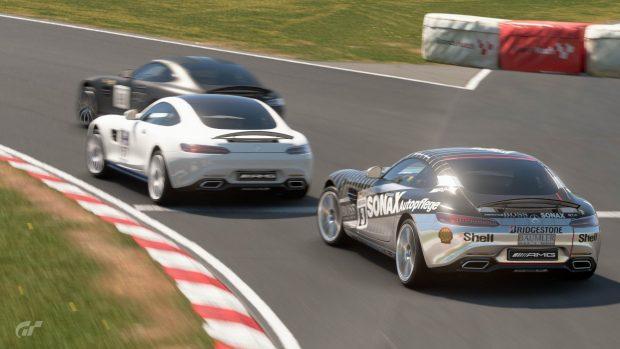 Già fin dalle prime fasi le battaglie ruota a ruota hanno caratterizzato la gara di Brands Hatch.