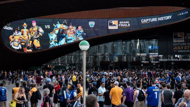 Il pubblico ha atteso di entrare alla Barclays Arena di New York sin dal primo pomeriggio.
