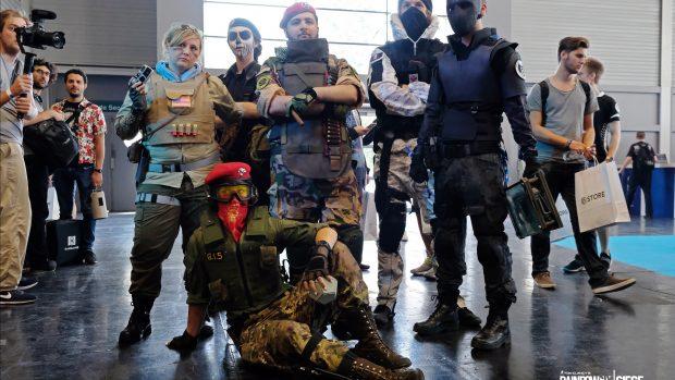 I fan di Rainbow Six Siege non hanno perso l'occasione di mostrare la loro passione presentandosi vestiti a tema.
