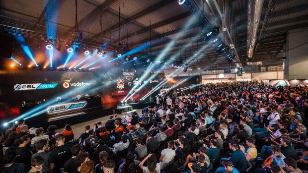 L'incredibile folla ai piedi della ESL Arena nel corso della Rainbow Six ESL Eurocup.