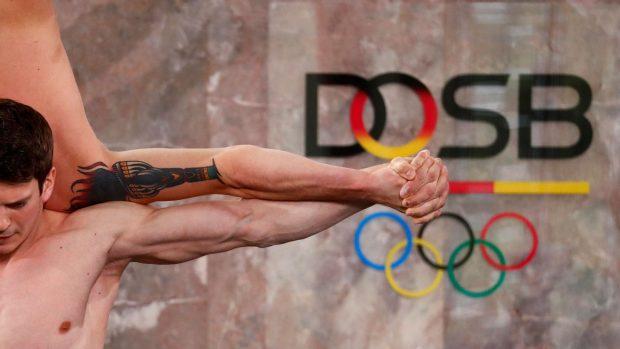 Il Deutscher Olympischer SportBund (DOSB) ritiene che la mancanza di movimenti degli atleti di eSports sia un fattore contrario allo spirito sportivo.