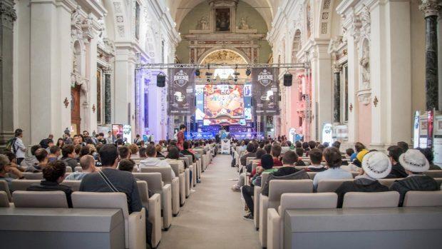 La sacralità perduta della Cattedrale di San Romano ha fatto da cornice alle gesta dei campioni eSport.