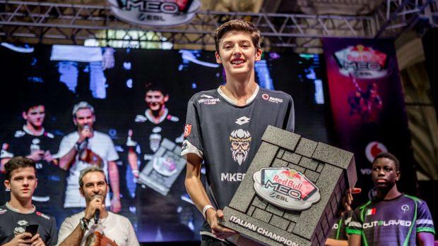 """Il sedicenne Luca Javier """"Pasti"""" Pagan è il primo campione italiano del Clash Royale Red Bull M.E.O., andrà a Berlino a difendere i colori azzurri."""