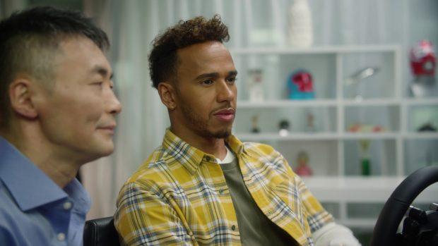 Il 5 volte campione del mondo F1 Lewis Hamilton con il game designer Kazunori Yamauchi.