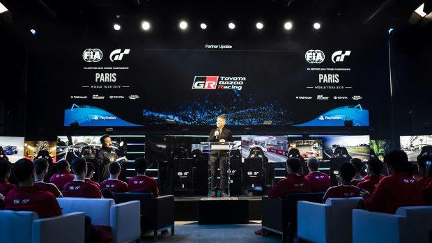 Kazunori Yamauchi alla presentazione dell'evento. Come sempre Sony fa le cose in grande quando si tratta di promuovere il brand Gran Turismo.