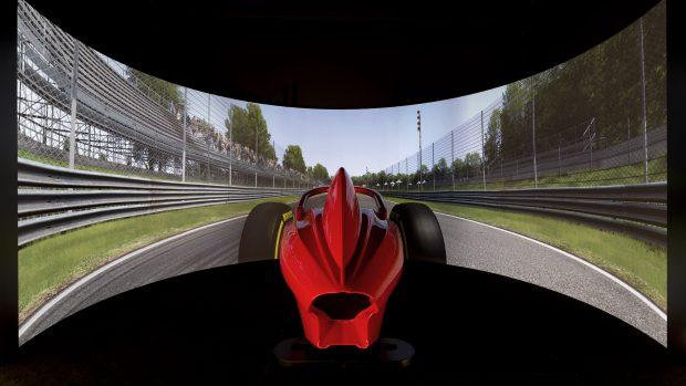 Il professional training center sembra uscito dalla factory di un team di Formula 1. La qualità del feedback e delle sensazioni di guida è eccezionale.