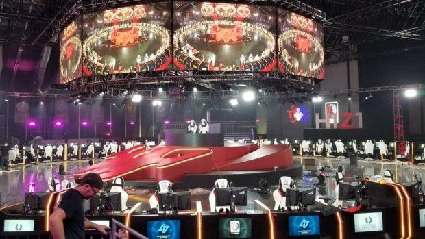 L'imponente palco della H1Z1 Pro League, destinato a staccare la spina poco dopo l'inizio della stagione inaugurale.