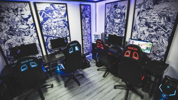 Un'immagine della 'gaming house' allestita dai Machete Crew.
