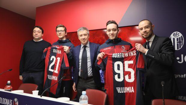 Da sinistra, Massimiiliano Renzi (responsabile Esports Academy), Marco Barbieri, Claudio Fenucci (ad del  Bologna Fc), Giacomo Bortolani e Tommaso Giaretta (responsabile merchandising Bologna FC).