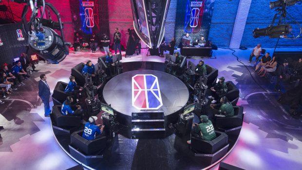 Ogni giovedì e sabato alle 20.00 fino all'NBA 2K Finals in agosto, l'NBA 2K League trasmetterà in differita la partita partita più interessante della notte precedente su Twitch e YouTube.
